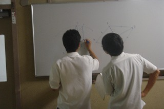 問題を解く生徒